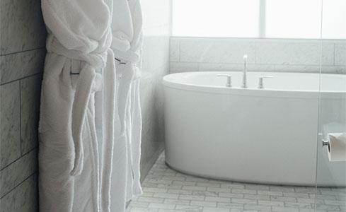 Robes plus Bathtub